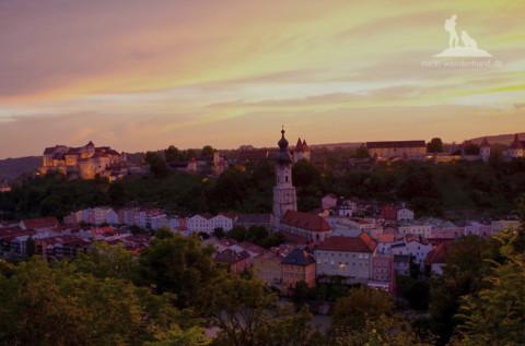 Stadt-Wanderung mit Hund: Burghausen und die längste Burg der Welt
