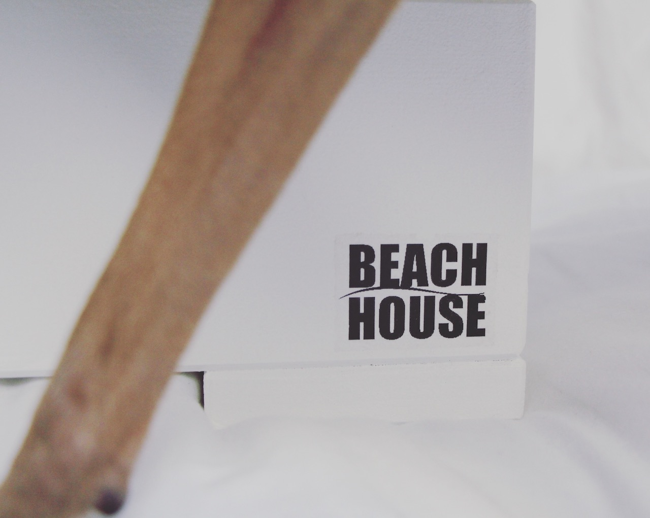 Futterbar mit Keramiknapf von Beachhouse
