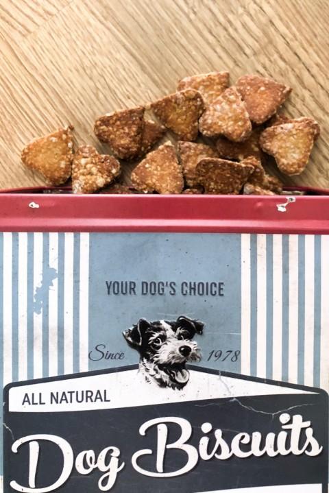 Hundekekse selber backen – Erdnussbutter-Bananen-Herzen