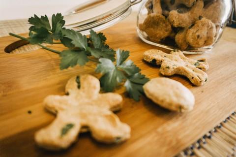 Hausmittel gegen Mundgeruch beim Hund – diese Kekse helfen wirklich